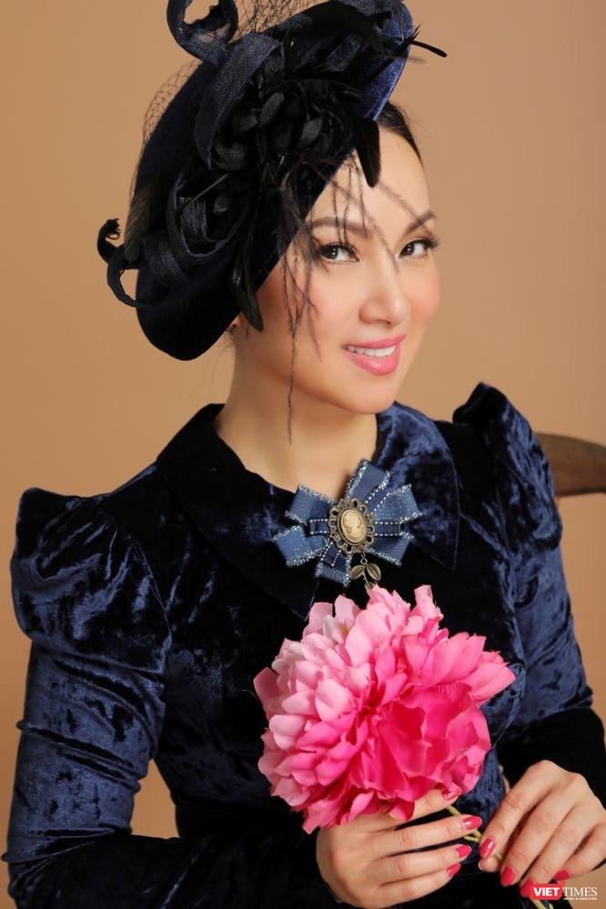 Ca sĩ Hà Phương hóa quý cô sang chảnh với áo dài ảnh 8