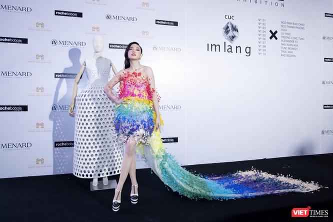 Fashionista Châu Bùi tại triển lãm