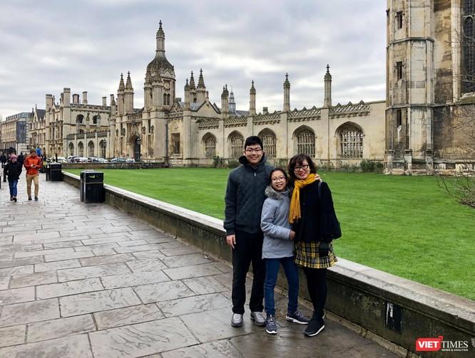 Nguyễn Quỳnh Trang và hai con đang sống tại London (Ảnh: NVCC)