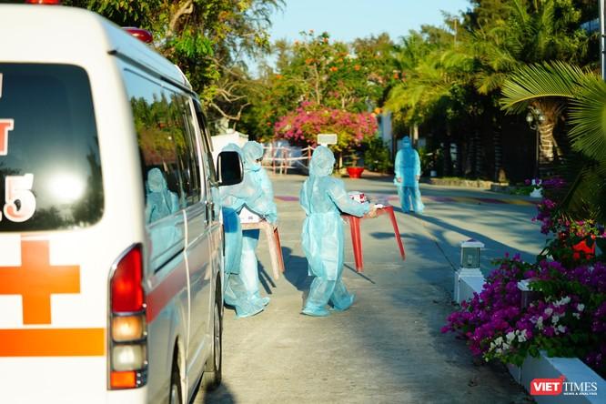 Phương tiện sẵn sàng đón người đi cách ly ở nhiều khu cách ly tập trung tại TP.HCM (Ảnh: Phạm Nguyễn)