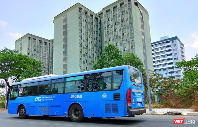 Xe bus là phương tiện giao thông thuận tiện trong khu KTX ĐHQG TP.HCM nay dừng hoạt động theo chỉ đạo