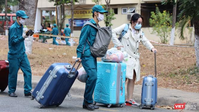 TPHCM phạt 2.482 người ra đường không mang khẩu trang, thu 496 triệu đồng ảnh 1