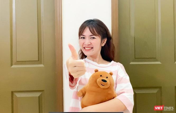 """Nghe Duyên Quỳnh và nhiều nghệ sĩ hát bài tự cách ly tại nhà """"Stay at home"""" ảnh 1"""