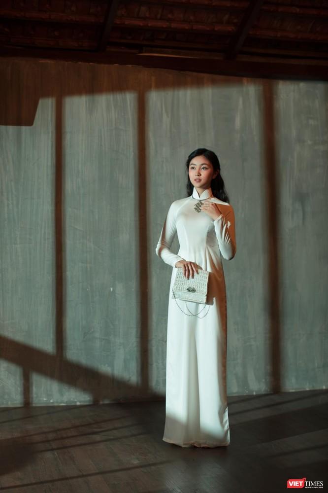 Đại sứ Áo dài bảng thiếu nhi Bảo Nguyên khoe vẻ đẹp băng thanh ngọc khiết ảnh 15