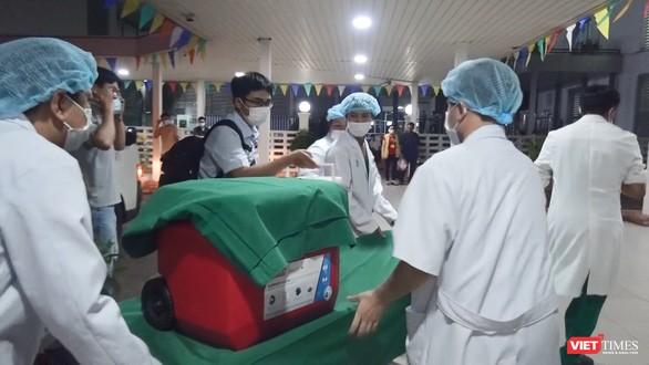 Chiếc thùng vận chuyển đặc biệt mang trái tim từ HN vào TP.HCM (Ảnh: BVCR cung cấp)