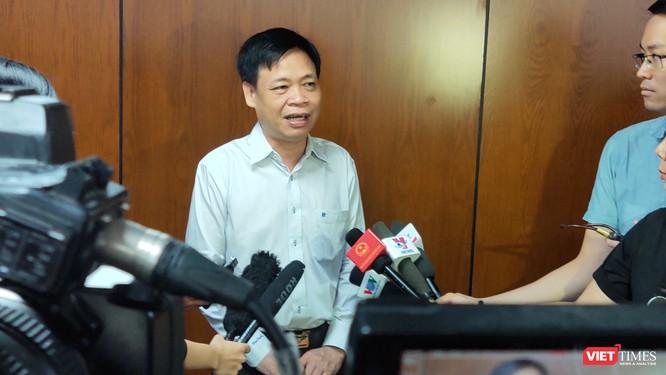 Ông Lê Quốc Cường – Phó Giám đốc Sở Thông tin và Truyền thông trả lời báo chí (Ảnh: Hòa Bình)
