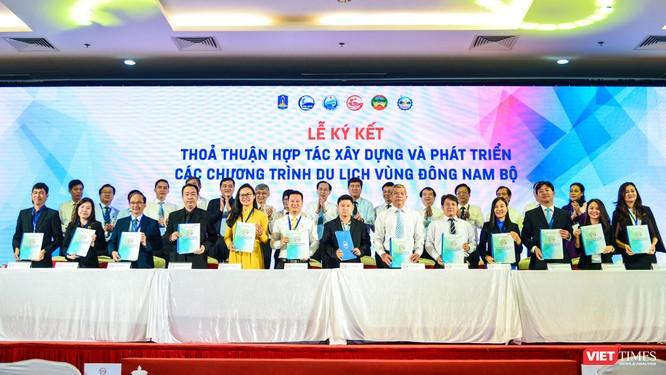 Lễ ký kết thỏa thuận hợp tác phát triển du lịch Đông Nam Bộ (Ảnh: Hữu Long)
