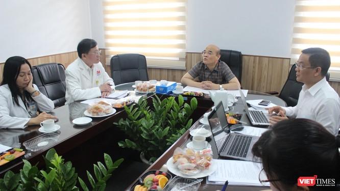 TS Nguyễn Huy Quang - Vụ trưởng Vụ Pháp chế - Bộ Y tế phát biểu trong cuộc họp, đề nghị BV Truyền máu Huyết học TP.HCM xem xét sự việc một cách tổng thể, phòng ngừa khủng hoảng quản lý, pháp lý
