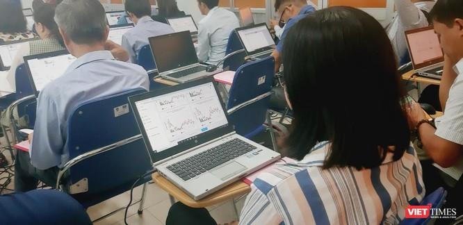 Học viên được hướng dẫn thực hành các thao tác trên máy tính (Ảnh: SYT)