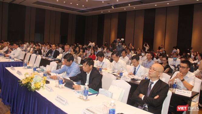 Nhiều khách mời tham dự hội nghị về Chính phủ điện tử tâm đắc với nhận định về