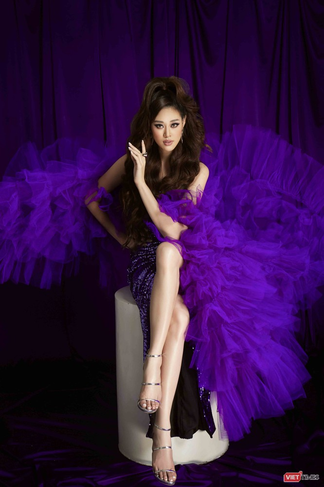 Hoa hậu Khánh Vân mang màu tím của sự công bằng