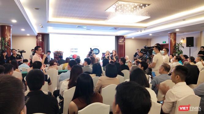 Cái tên Nguyễn Quốc Vương được chú ý trong những tác giả viết và dịch sách giáo dục