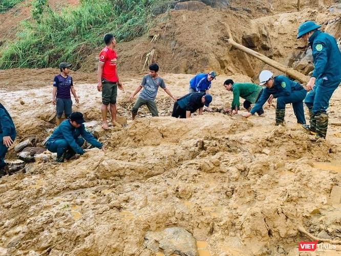 Hình ảnh hiện trường tan hoang vụ sạt lở Phước Lộc – Phước Sơn vùi lấp 11 người ảnh 3