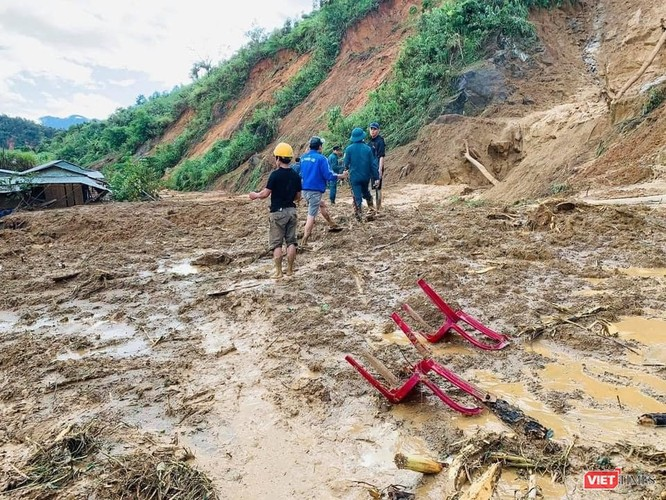 Hình ảnh hiện trường tan hoang vụ sạt lở Phước Lộc – Phước Sơn vùi lấp 11 người ảnh 5