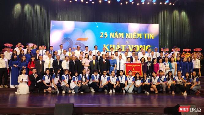 ĐH Hùng Vương kêu gọi hơn 4.4 tỉ đồng tài trợ học bổng trong ngày khai giảng ảnh 1