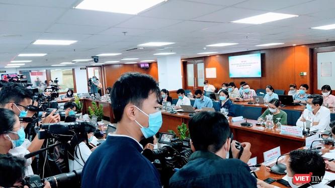 TP.HCM: Sẽ xử nghiêm tiếp viên Vietnam Airlines làm lây lan COVID-19 ra cộng đồng ảnh 3