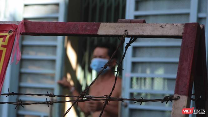 Chùm ảnh và video đời sống người dân trong khu vực phong toả quận 6, TP.HCM ảnh 2