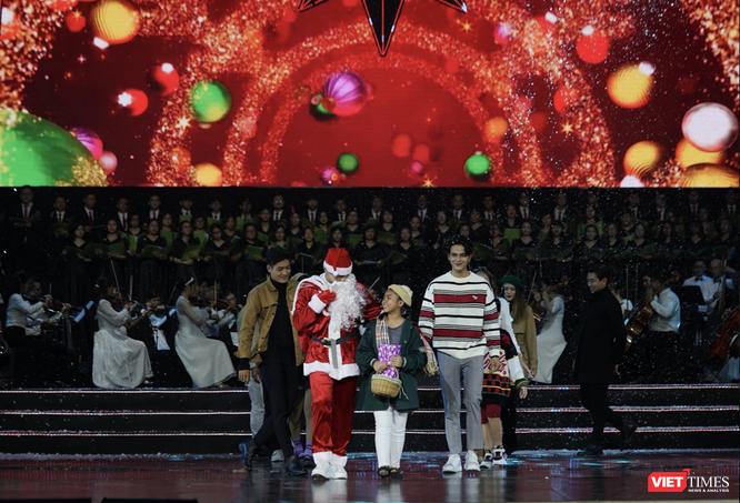Sau bữa tiệc âm nhạc yêu thương, BTC trao tặng 1 tỉ đồng thiện nguyện ảnh 1