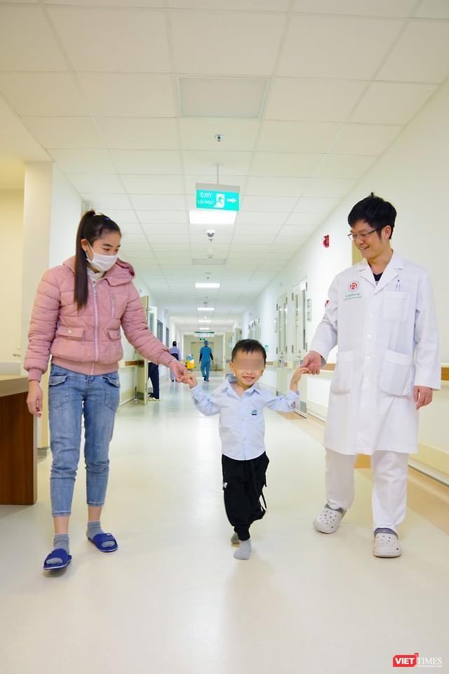Cột sống cong vẹo hiếm gặp, thách thức bác sĩ khi bệnh nhi mới chỉ 3 tuổi ảnh 3