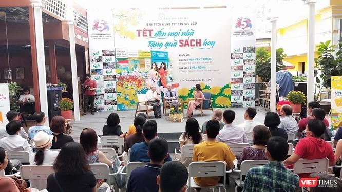 GS Phan Văn Trường, nhà văn Lê Văn Nghĩa: Ngày xưa ăn Tết, nay Tết ăn mình ảnh 1