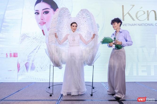 Hoa hậu Khánh Vân đại diện VN sang Mỹ chinh phục Miss Universe lần thứ 69 ảnh 6