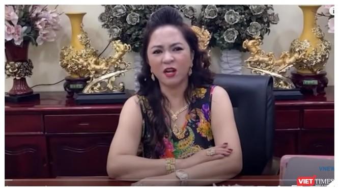 """""""Khẩu chiến"""" của bà Phương Hằng với nghệ sĩ chưa có dấu hiệu dừng ảnh 3"""
