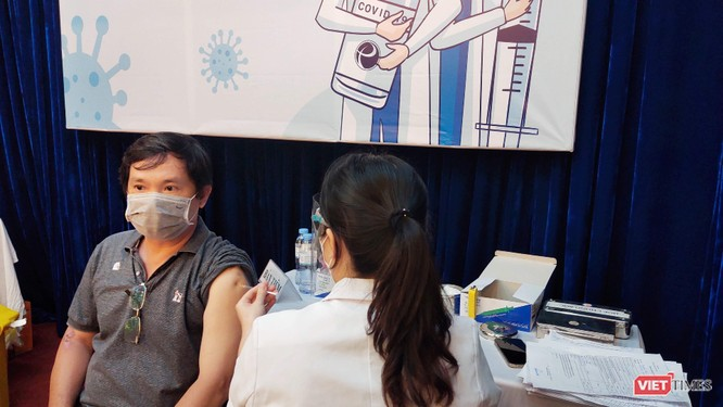 Thần tốc chích ngừa COVID-19, TP.HCM đã tiêm 438.502 người ảnh 1