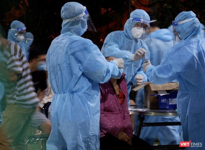 TP.HCM: Số ca bệnh còn cao nhưng lây nhiễm cộng đồng đang giảm ảnh 1