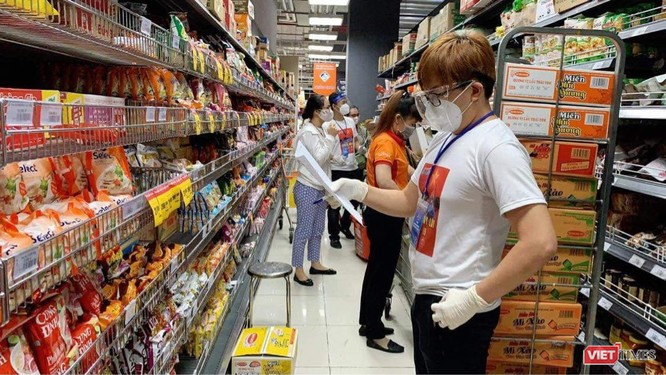 TP.HCM: Siêu thị chất đầy hàng nhưng vắng người mua, lý do tại sao? ảnh 6