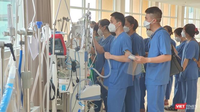 Bệnh viện ĐH Y Dược TP.HCM: Chuyển đổi số hỗ trợ kết nối người nhà và bệnh nhân COVID-19 ảnh 1