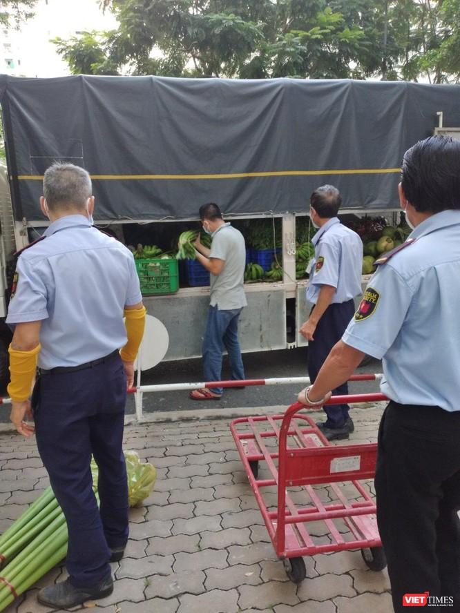 TP.HCM cho mở lại quán bán mang đi, chủ nhà hàng vẫn đóng cửa tiếp vì sợ… vỡ nợ ảnh 2