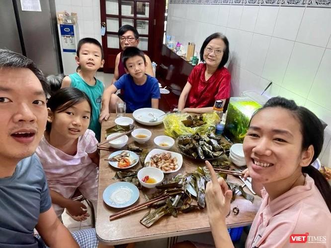 TP.HCM: Một gia đình có 8 F0 vượt dịch thành công, tri ân bác sĩ ảnh 1