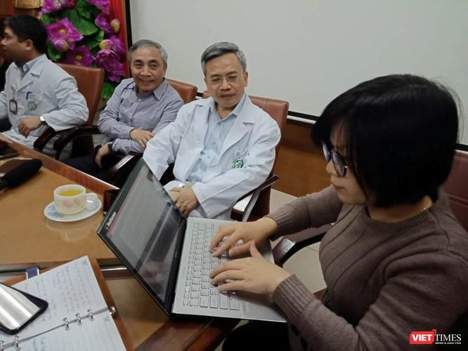 Ban giám đốc Bệnh viện Bạch Mai làm việc với phóng viên chiều 25/3