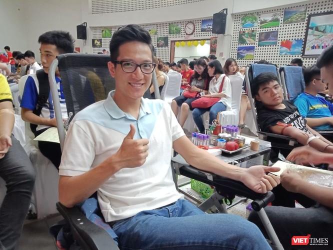 Mặc trời nóng nực, người dân Hà Nội rủ nhau đi hiến máu ảnh 5