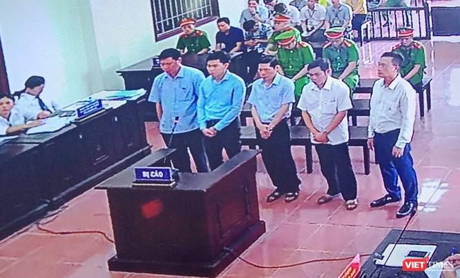 Bất ngờ bác sĩ Hoàng Công Lương nhận tội thay vì kêu oan như trước ảnh 1