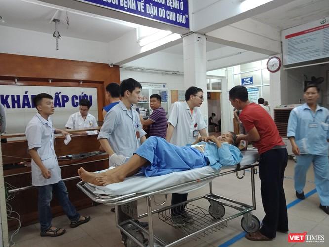 Một bệnh nhân cấp cứu tại Bệnh viện Hữu nghị Việt Đức chiều 17/6