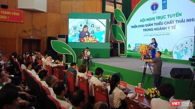 Bộ trưởng Bộ Y tế Nguyễn Thị Kim Tiến phát biểu tại hội nghị tổ chức tại Bộ Y tế sáng 16/8