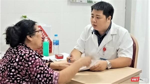 Hà Nội: Hàng trăm người dân đi khám bệnh mạch vành miễn phí ảnh 3