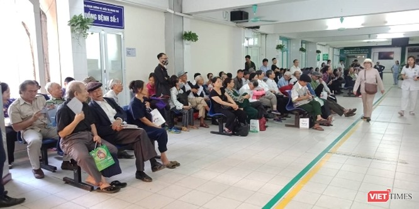 Hà Nội: Hàng trăm người dân đi khám bệnh mạch vành miễn phí ảnh 1