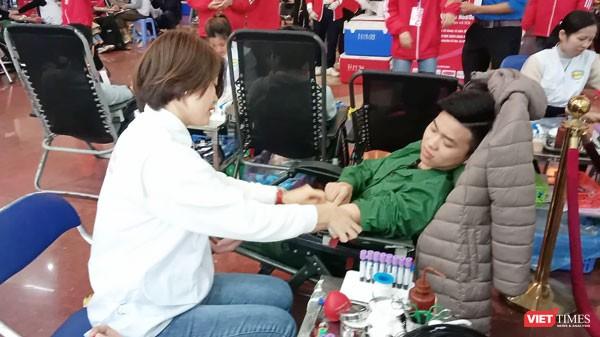 Phó Thủ tướng Thường trực Chính phủ Trương Hòa Bình dự khai mạc ngày hội Chủ nhật Đỏ nhằm khắc phục tình trạng thiếu máu điều trị ảnh 11