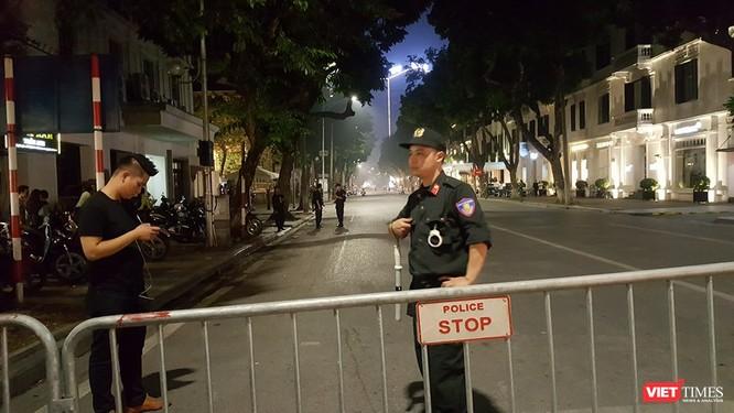 Chùm ảnh và video: An ninh được siết chặt quanh khách sạn Tổng thống Mỹ đang ở ảnh 2