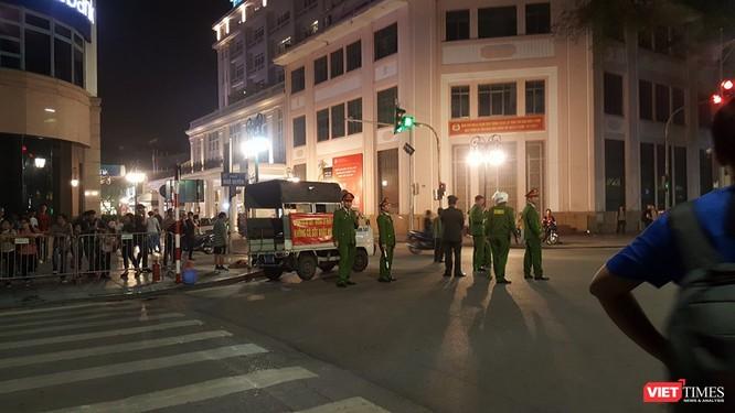 Chùm ảnh và video: An ninh được siết chặt quanh khách sạn Tổng thống Mỹ đang ở ảnh 1