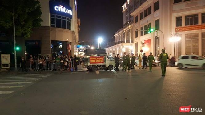 Chùm ảnh và video: An ninh được siết chặt quanh khách sạn Tổng thống Mỹ đang ở ảnh 6