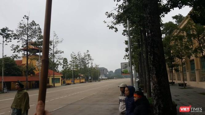 Hàng vạn người đội mưa rét, đứng dọc 30km đón mừng U23 Việt Nam ảnh 20