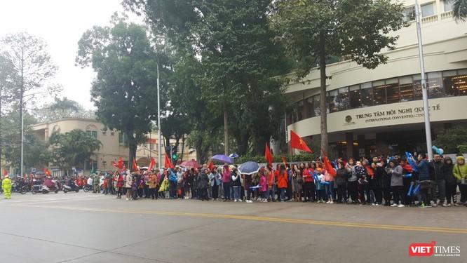 Hàng vạn người đội mưa rét, đứng dọc 30km đón mừng U23 Việt Nam ảnh 28