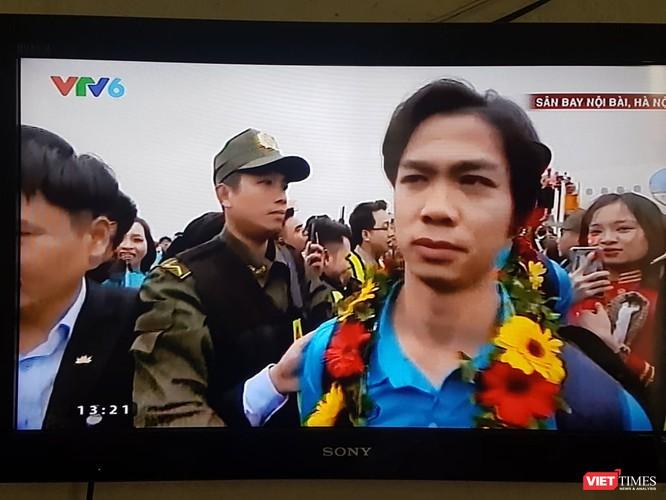 Hàng vạn người đội mưa rét, đứng dọc 30km đón mừng U23 Việt Nam ảnh 25