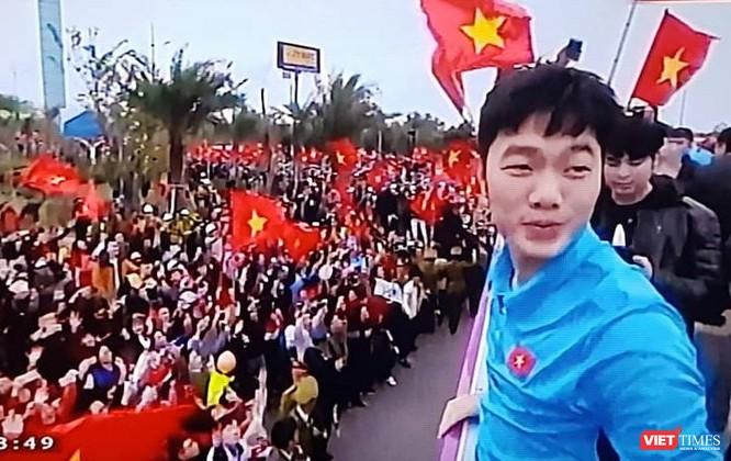 Hàng vạn người đội mưa rét, đứng dọc 30km đón mừng U23 Việt Nam ảnh 32