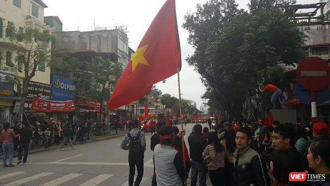 Hàng vạn người đội mưa rét, đứng dọc 30km đón mừng U23 Việt Nam ảnh 55