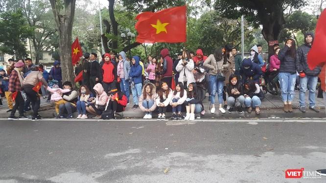Hàng vạn người đội mưa rét, đứng dọc 30km đón mừng U23 Việt Nam ảnh 61