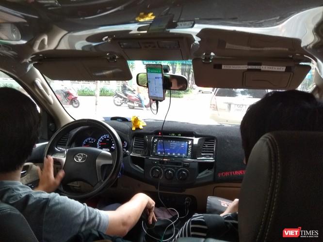 Thời 4.0: Grab đeo mào taxi, khách lên xe phải cầm theo bút ký hợp đồng?